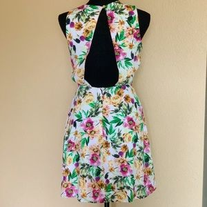 🌸Forever 21 floral dress 🌸size small fully lined